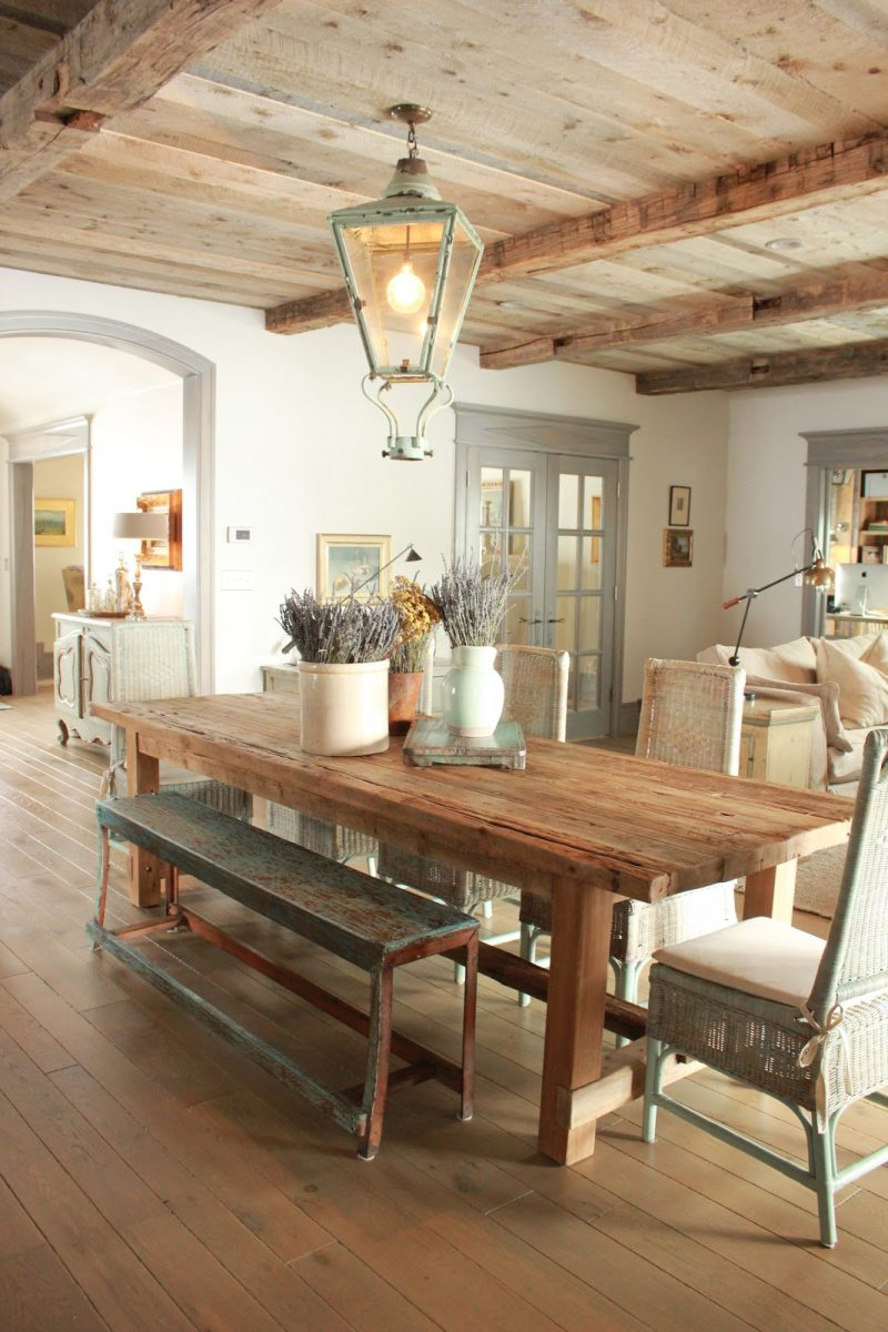 Gustavian details in a French Country dining room on Hello Lovely