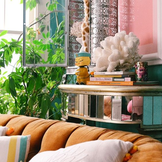 Bright-colorful-happy-boho-chic-living-room-of-artist-Jenny-Sweeney
