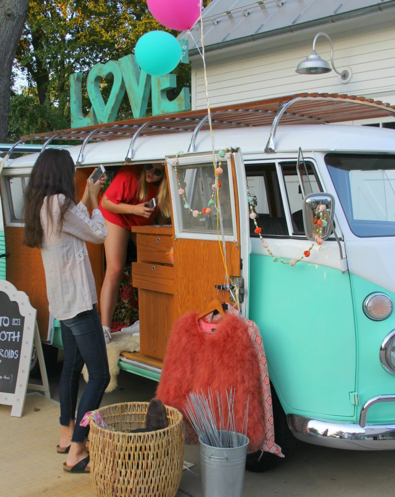 Vintage-VW-Bus-Jenny-Sweeney-by-Hello-Lovely-Studio