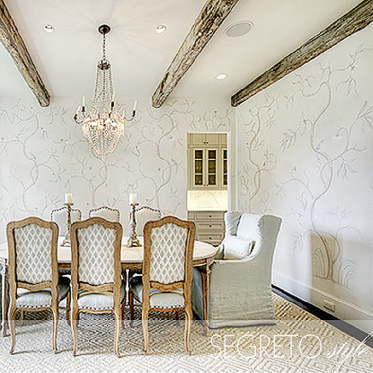 Segreto Finishes (beautiful wall colors and plaster) in a lovely designed room in Leslie Sinclair's book. #plasterwalls #segretofinishes #frenchcountry #diningroom #handpainting