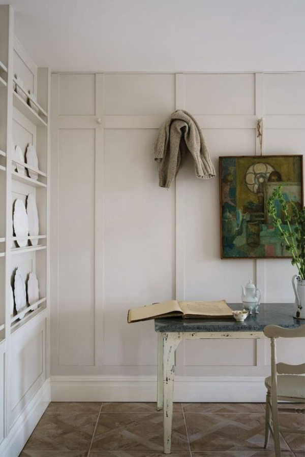 School House White by Farrow & Ball. #paintcolors #schoolhousewhite #farrowandballschoolhousewhite #whitepaintcolors