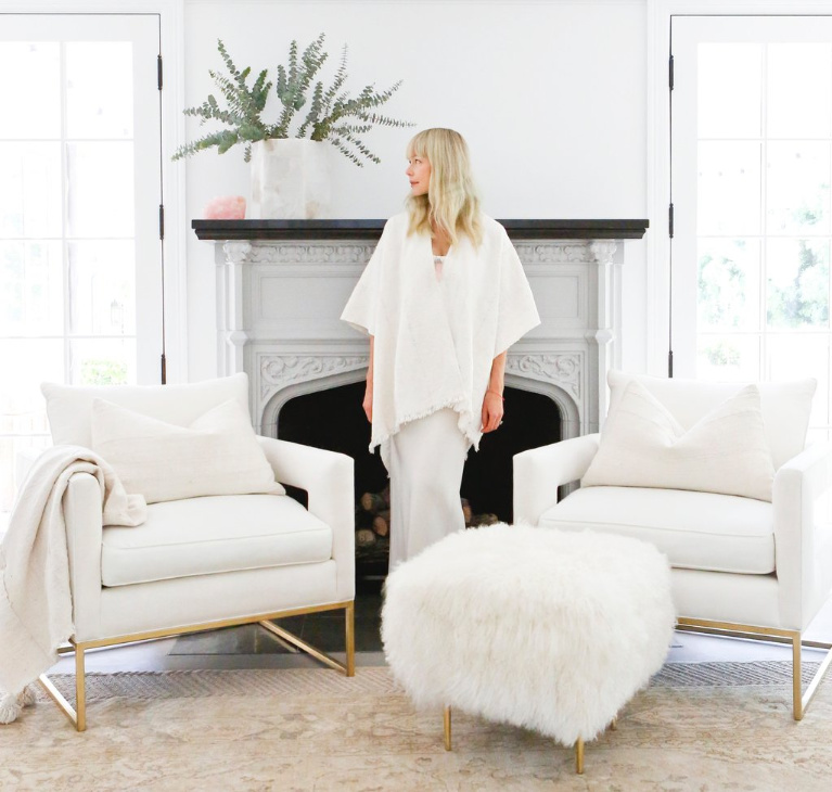 Midcentury modern style in a modern farmhouse living room. Erin Fetherston's gorgeous all white California farmhouse with inspiring decor and furniture. #whitelivingroom #interiordesign #modernchairs #interiordesign #allwhitedecor