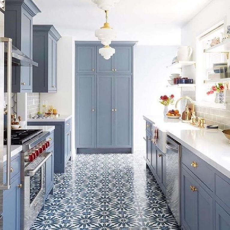 Beautiful white and blue kitchen #bluekitchens #bluedecor #kitchendesign #kitchendecor #kitchenremodel #blueandwhitekitchen