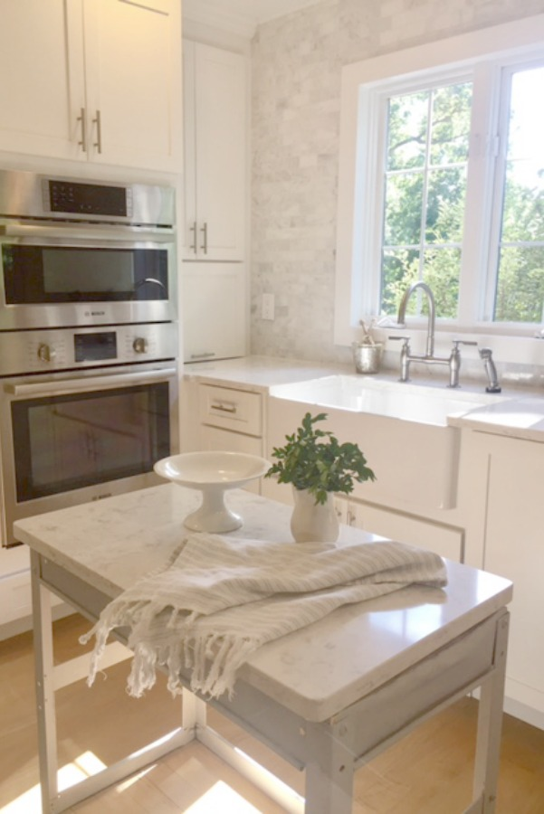 In our Lovely Tranquil Classic Kitchen is a mix of modern and vintage design elements. Come explore Serene Decor Slow Living as well as Small Thoughtful Changes at Home.
