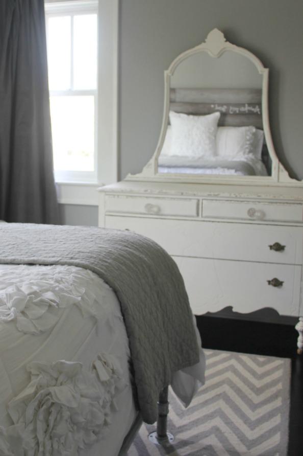 Grey and white farmhouse bedroom inspiration. Modern Industrial Farmhouse Bedroom Design {2nd Floor Tour}. #modernfarmhouse #bedroom #industrialfarmhouse #greywalls #luxuriousfarmhouse #benjaminmooreplatinum #benjaminmoorestoningtongray