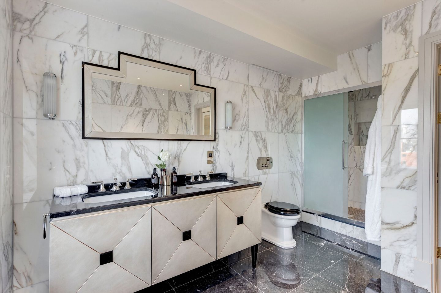 Calacatta marble on walls in a luxurious bespoke bathroom by Studio L London.