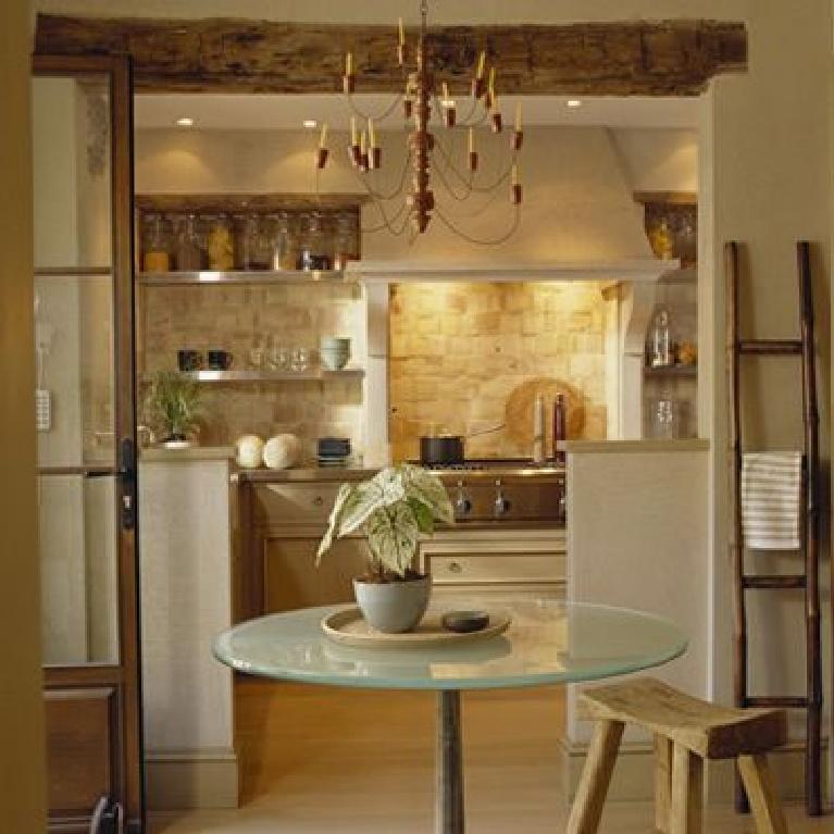 Magnificent European inspired kitchen design by Solis Betancourt & Sherrill in Washington D. C. (Rock Creek). #kitchendesign #luxurykitchen #travertine #tuscanstyle #rusticdecor