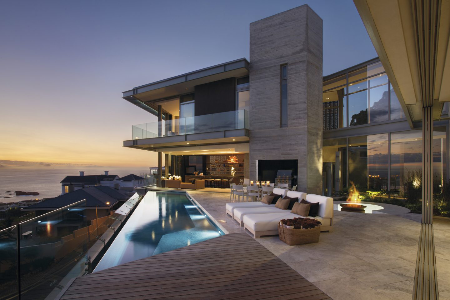 Contemporary architecture example of house by the sea. #waterfront #beachhouse #modern #contemporary #architecture