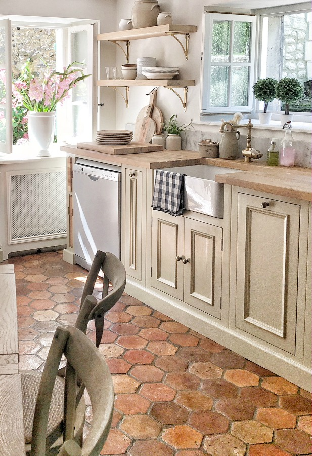 French farmhouse renovated kitchen by Vivi et Margot near Bordeaux, with reclaimed antique terracotta hexagon tile floor. Kitchen design by Neptune. Photo and design by Charlotte Reiss.