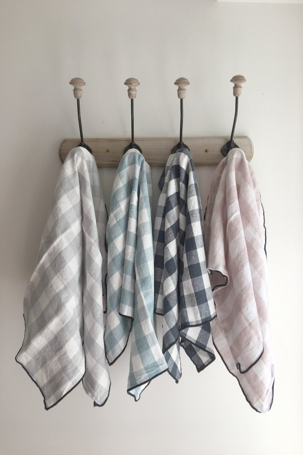 Maisn de Vacances linen tea towels in colorful checks at Vivi et Margot. #vivietmargot #linens #teatowel #maisondevacances #check