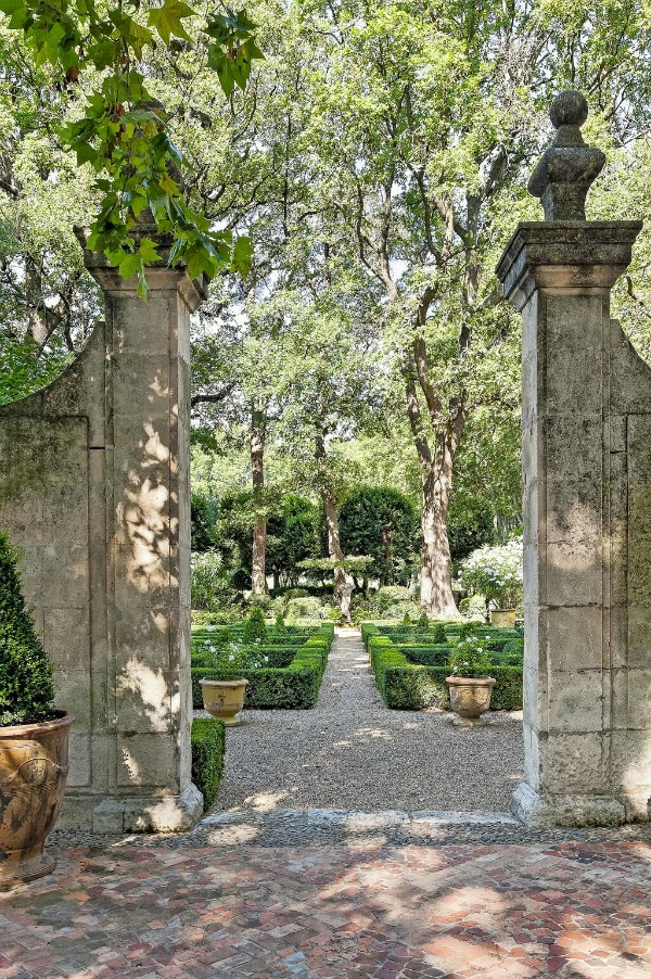 Lovely Timeless French Château Interiors & Garden. Rustic and elegant: Provençal home, European farmhouse, French farmhouse, and French country design inspiration from Château Mireille. Photo: Haven In.