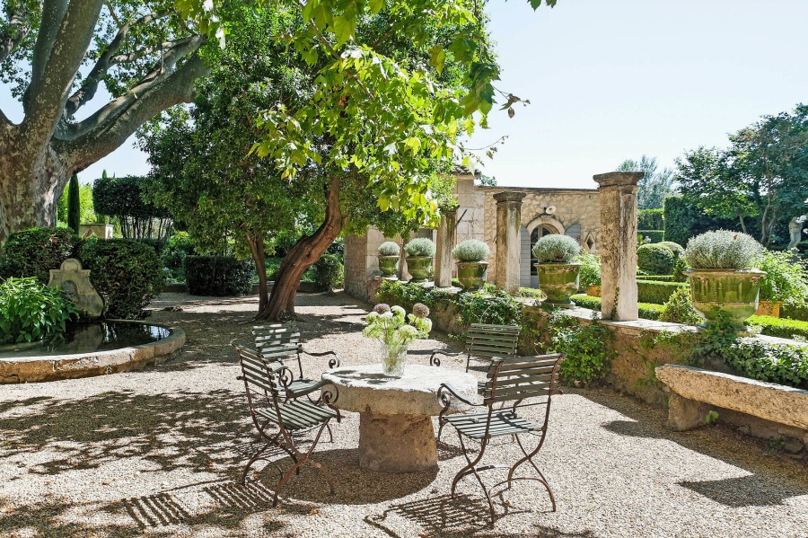 French courtyard with ancient urns and stone. Lovely Timeless French Château Interiors & Garden. Rustic and elegant: Provençal home, European farmhouse, French farmhouse, and French country design inspiration from Château Mireille. Photo: Haven In. South of France 18th century Provence Villa luxury vacation rental near St-Rémy-de-Provence.