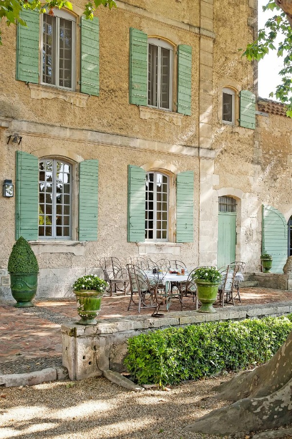 Rustic and elegant: Provençal home, European farmhouse, French farmhouse, and French country design inspiration from Chateau Mireille. Photo: Haven In. South of France 18th century Provence Villa luxury vacation rental near St-Rémy-de-Provence.