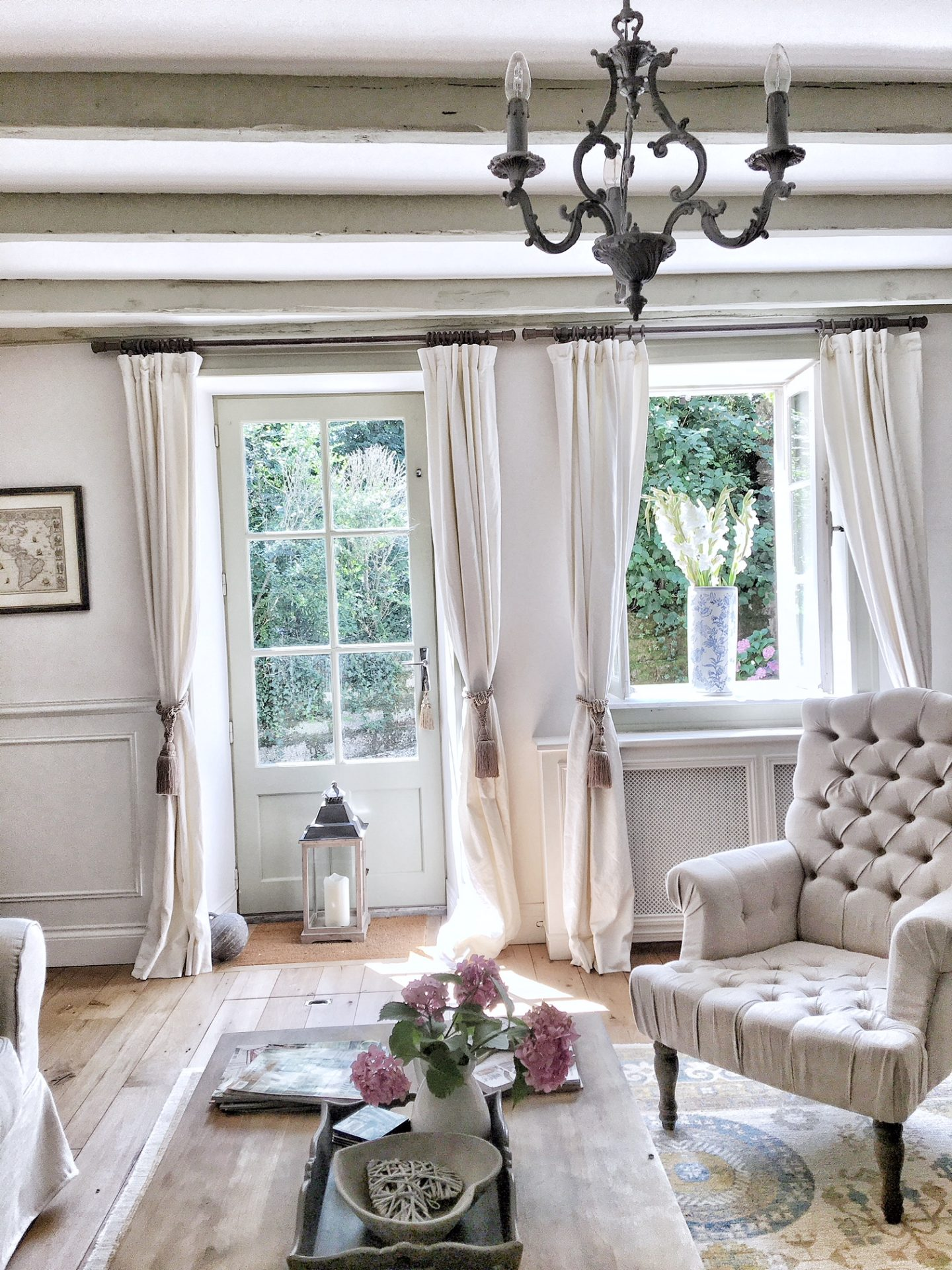 White living room in a French farmhouse near Bordeaux by Charlotte Reiss of Vivi et Margot.
