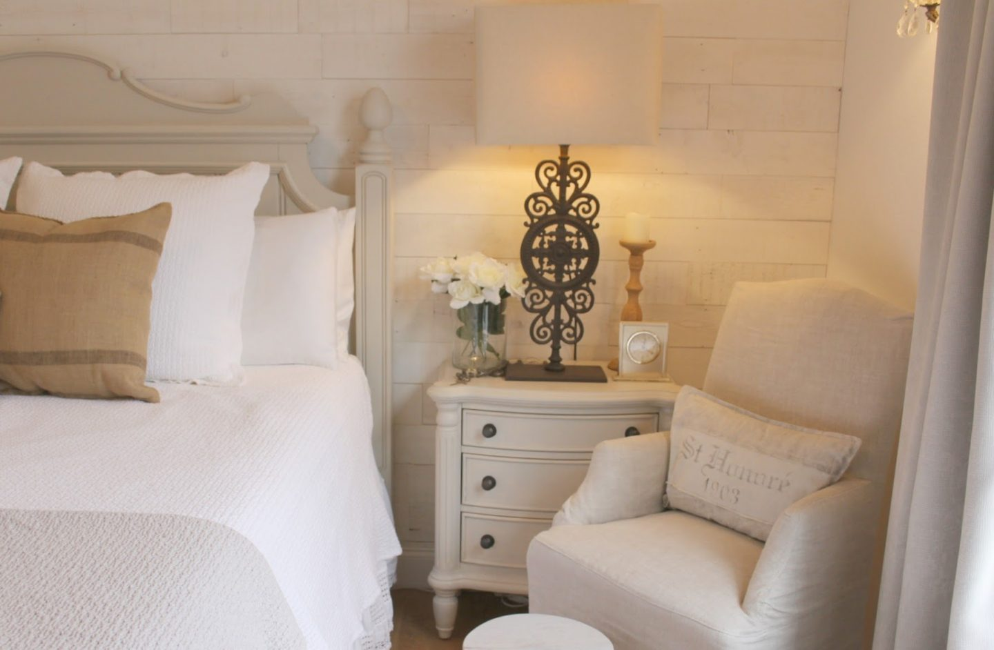 Coastal Cottage Bedroom Décor in a light, simple, white bedroom with inspiring interior design ideas and beautiful photos and sources to get the look.