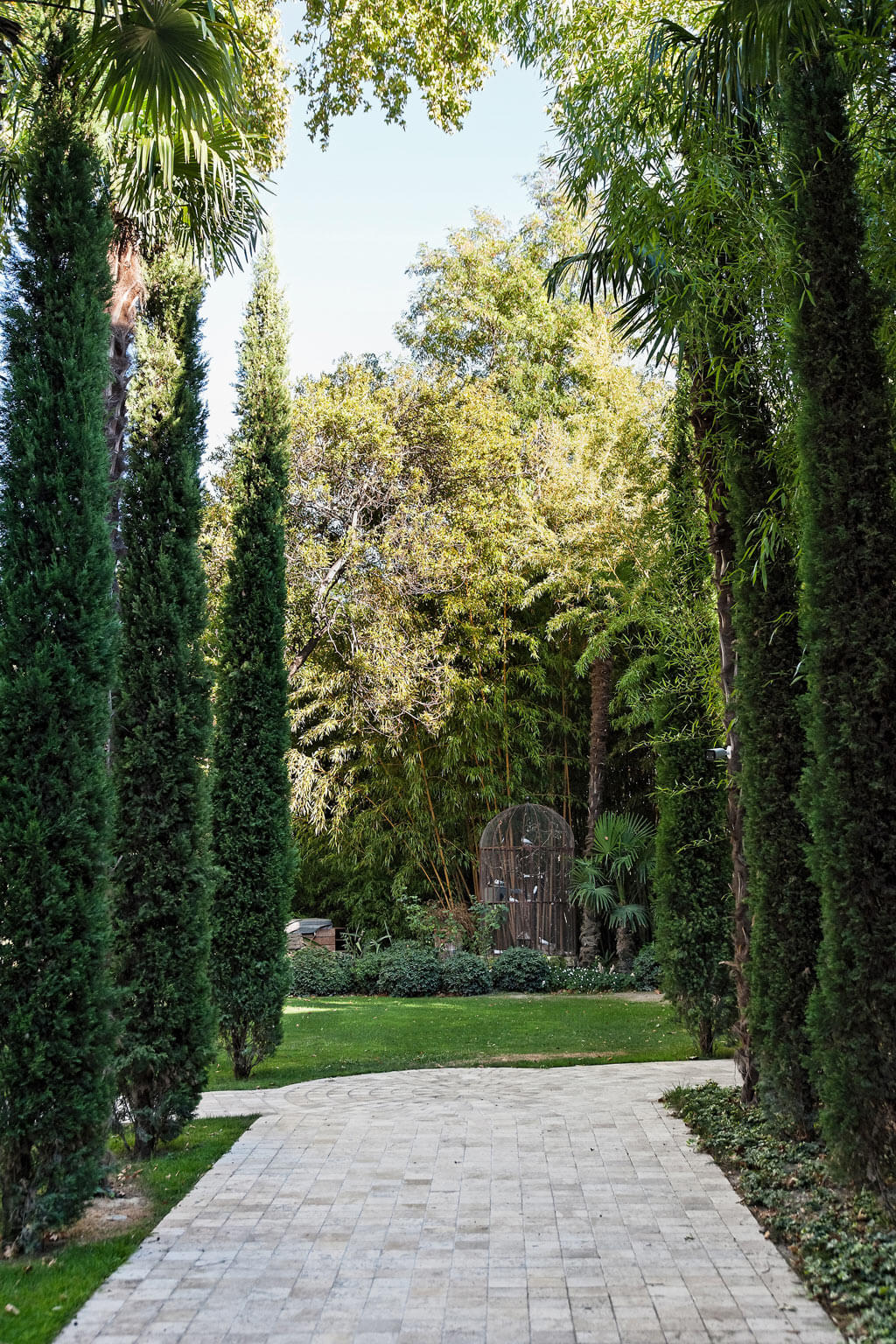Cypress beauty. Beautiful French country garden inspiration from a luxurious property in the South of France. Breathtaking 19th century restored French chateau with largest private garden in Avignon. Avignon Hôtel Particulier. Photo: Haven In.