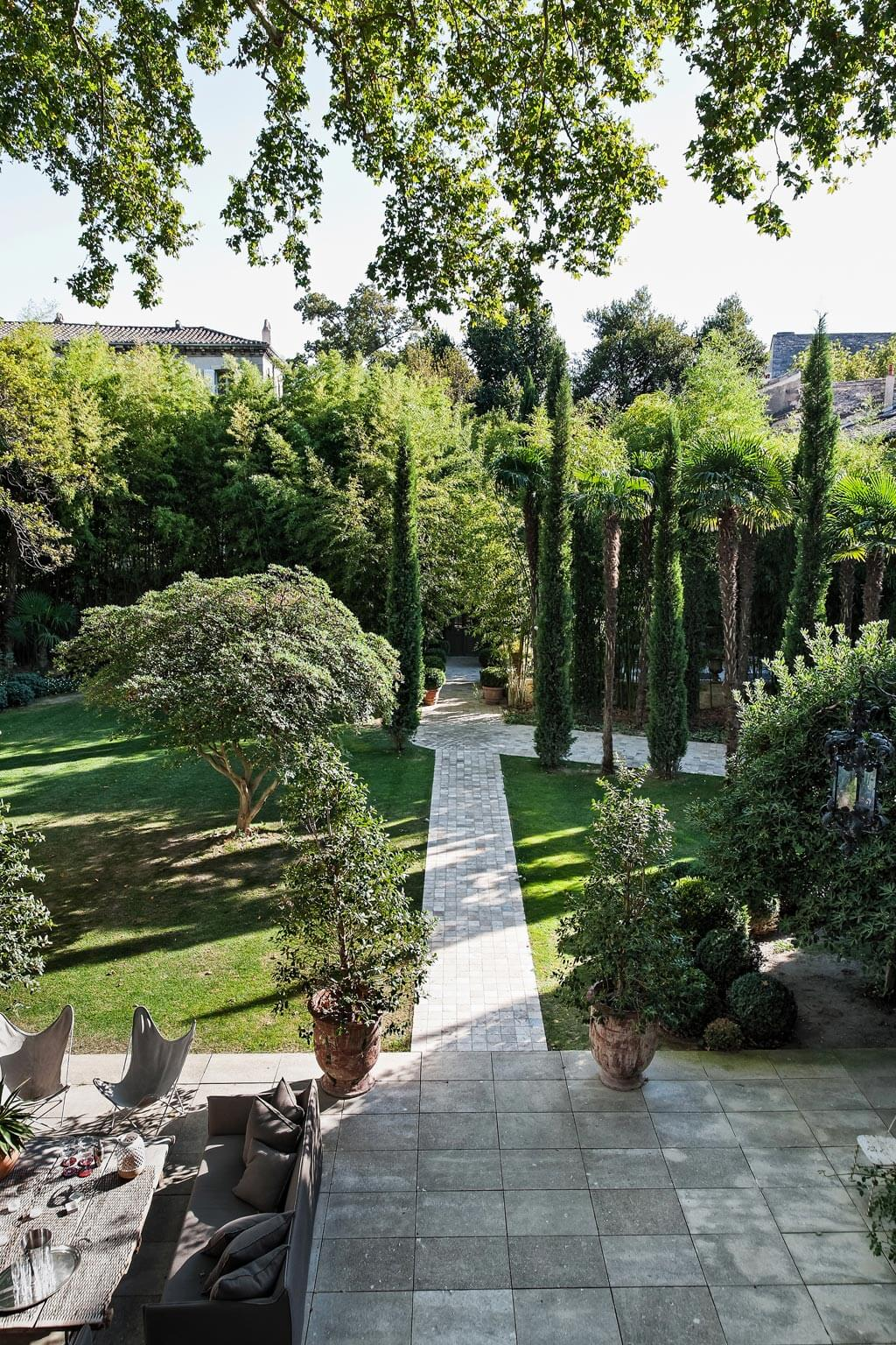Cypress magic. Beautiful French country garden inspiration from a luxurious property in the South of France. Breathtaking 19th century restored French chateau with largest private garden in Avignon. Avignon Hôtel Particulier. Photo: Haven In.