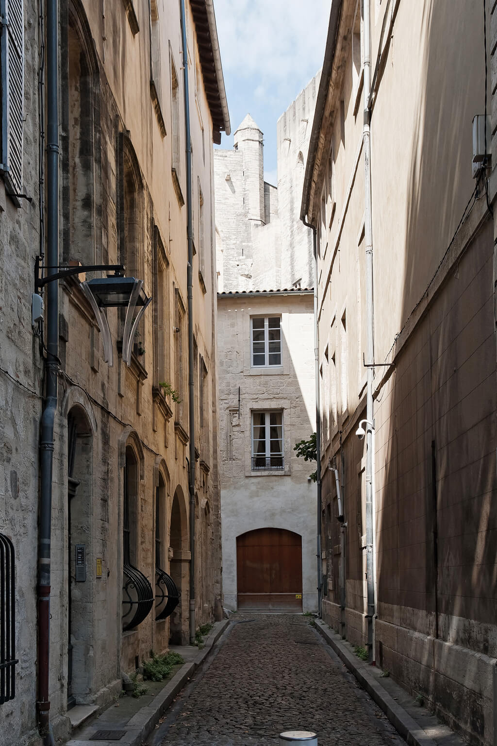 Magnificent alleyway - Avignon, France. Photo: Haven In.