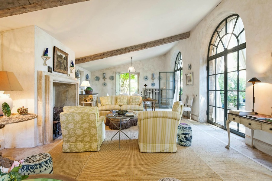 French country living room. Rustic and elegant: Provençal home, European farmhouse, French farmhouse, and French country design inspiration from Chateau Mireille. Photo: Haven In. South of France 18th century Provence Villa luxury vacation rental near St-Rémy-de-Provence.