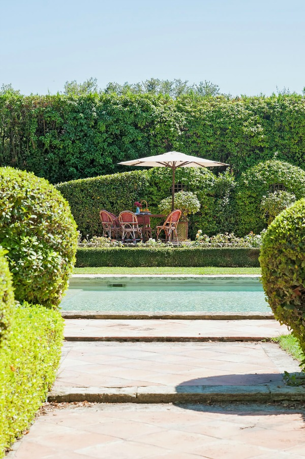 Rustic and elegant: Provençal home, European farmhouse, French farmhouse, and French country design inspiration from Château Mireille. Photo: Haven In. South of France 18th century Provence Villa luxury vacation rental near St-Rémy-de-Provence.