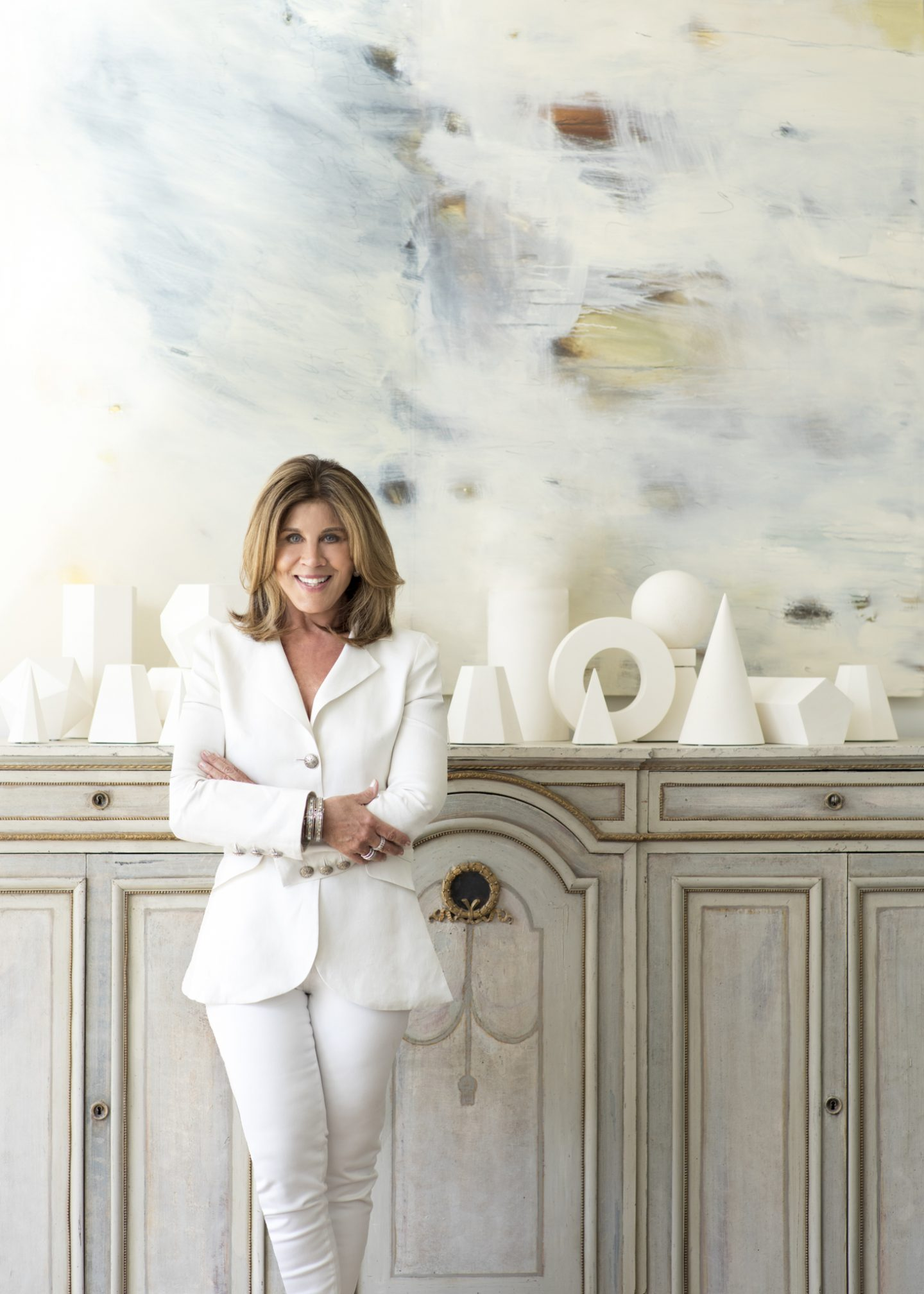 Suzanne Kasler is known for her award-winning projects featured in Milieu, Architectural Digest, Veranda, House Beautiful, and beyond. She has signature furniture collections and textile lines for Hickory Chair, Visual Comfort, Ballard Designs, Lee Jofa, and La Cornue.