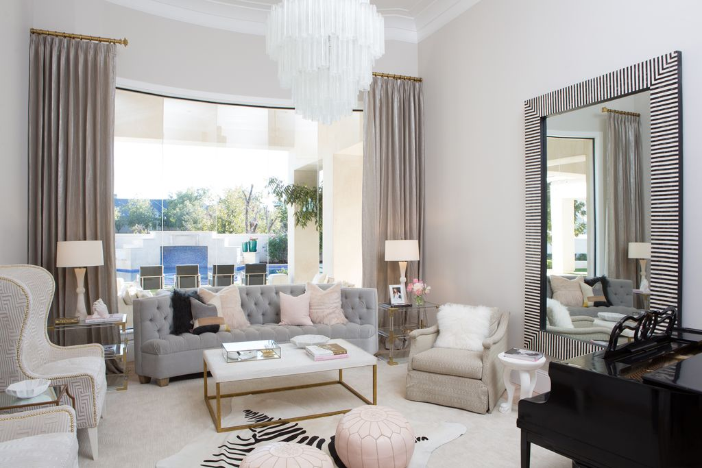 Luxurious modern living room in French inspired home. Modern Chic Home in the Southwest. E&A Builders. Pinnacle Conceptions. Jaimee Rose Interiors. #modern #French #housedesign #luxuryhome