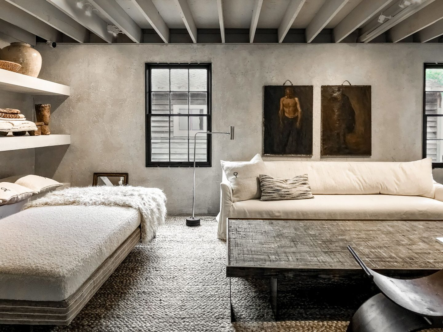 Rustic decor, luxurious interior design, minimal modern luxe, and Rustic Refined Interior Design reign in this room by Michael Del Piero. #rusticmodern #modernrustic #interiordesign #luxuryminimalism #minimalmodern #modernancient #sophisticateddecor #interiordesigner #michaeldelpiero #hamptons