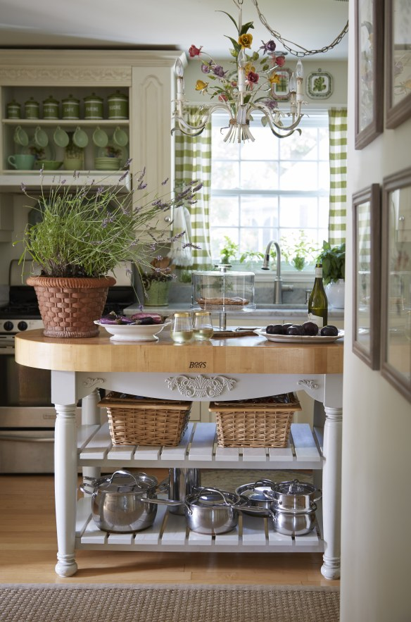 French country kitchen of Amy of Maison Decor featured in Nora Murphy's book. Nora Murphy Country Style to Inspire! #frenchcountrykitchen #maisondecor #greenkitchen #frenchkitchen #frenchcottage #cottagekitchen #countrystyle #vintagestyle