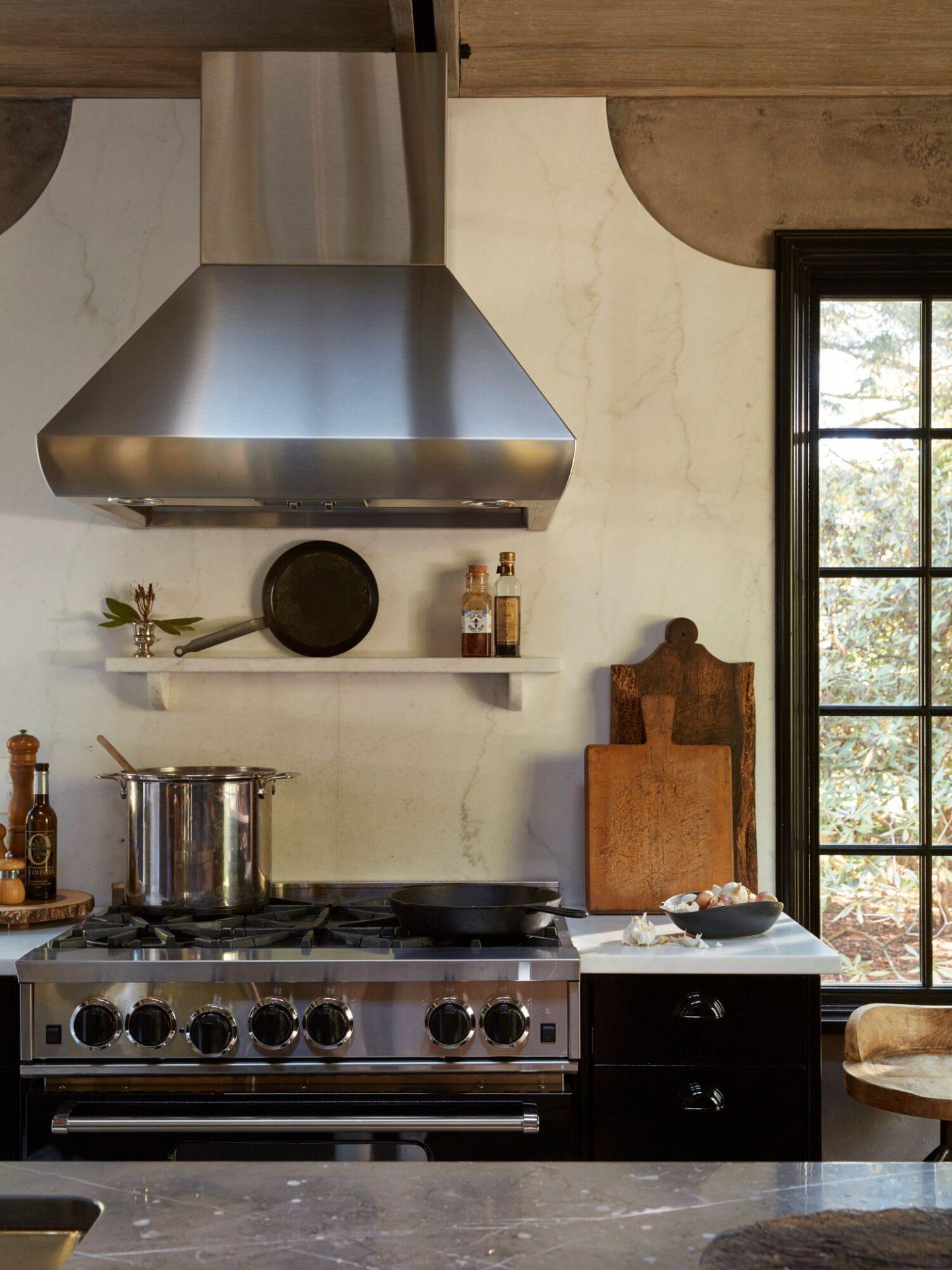 Luxury kitchen. Classic and timeless interior design by Patrick Sutton. #patricksutton #interiordesign #luxury #timelessdesign