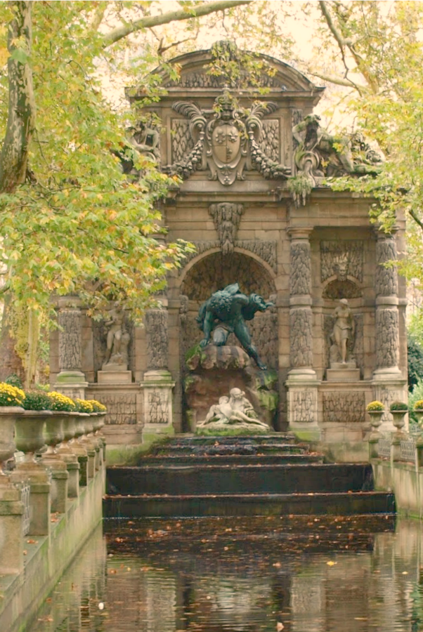 Le Jardin du Luxembourg. Fall leaves and inspiration for savoring the season. Visit 9 Lovely Ways to Savor Autumn Beauty for more beauty from the avenues of Paris to the American prairie. #hellolovelystudio #fallinspiration #autumn #ideas