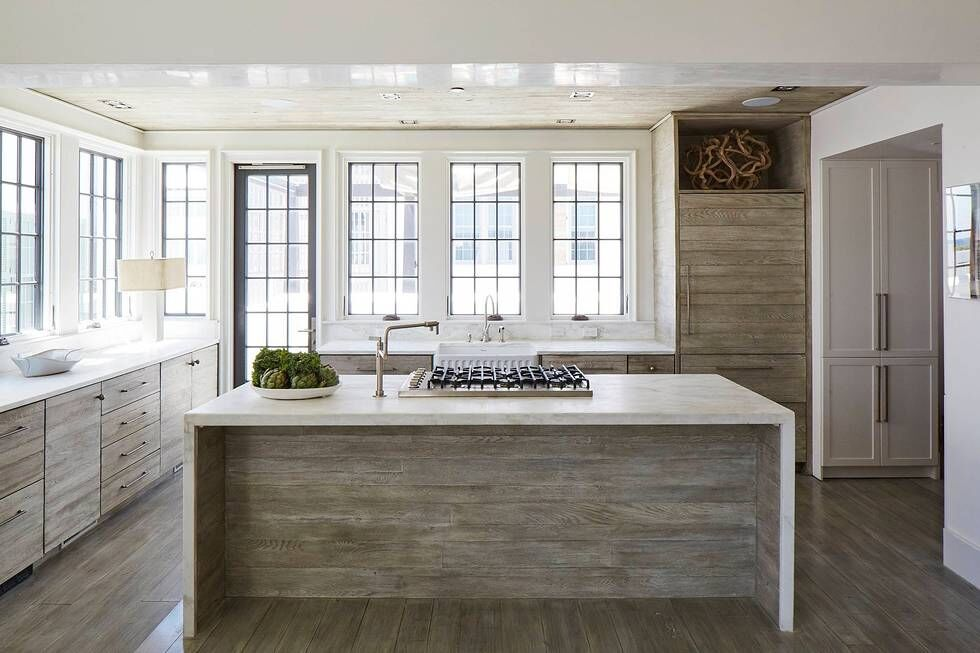 Rustic kitchen. Stunning interior design and Timeless Architecture Inspiration: Jeffrey Dungan. Photo: William Abranowicz. #classicdesign #traditional #architecture #jeffreydungan #sophisticateddesign #architect