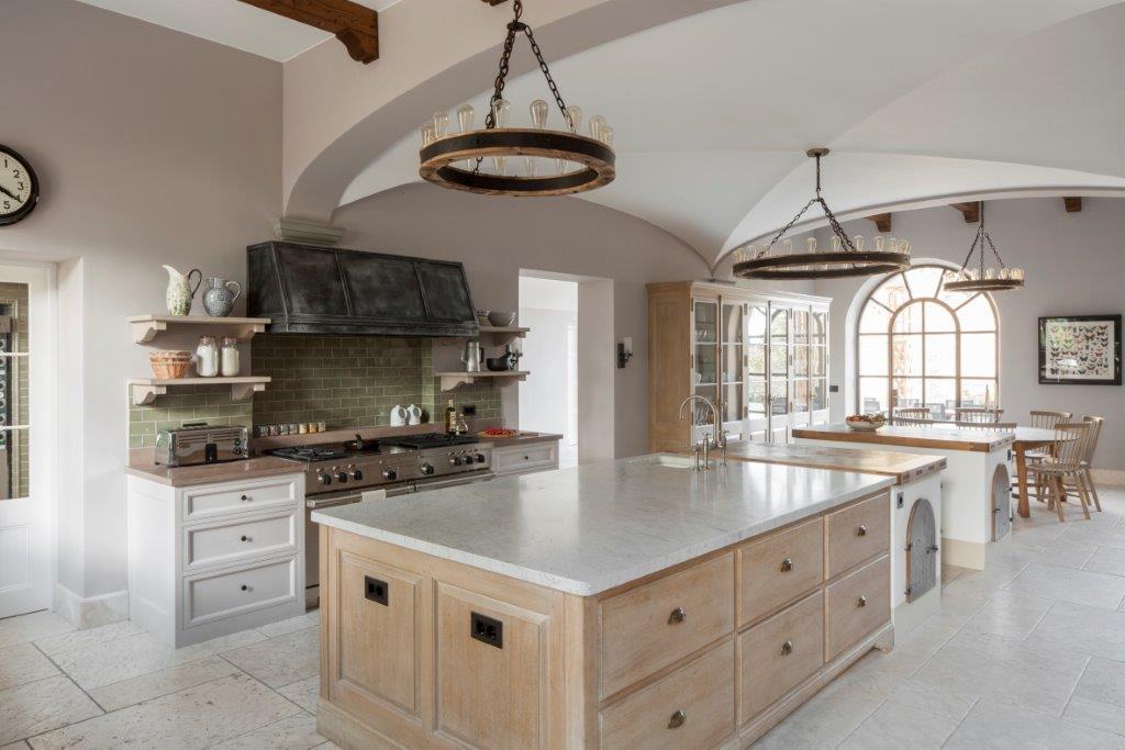 Tuscan villa kitchen with luxurious bespoke kitchen renovation by Artichoke.