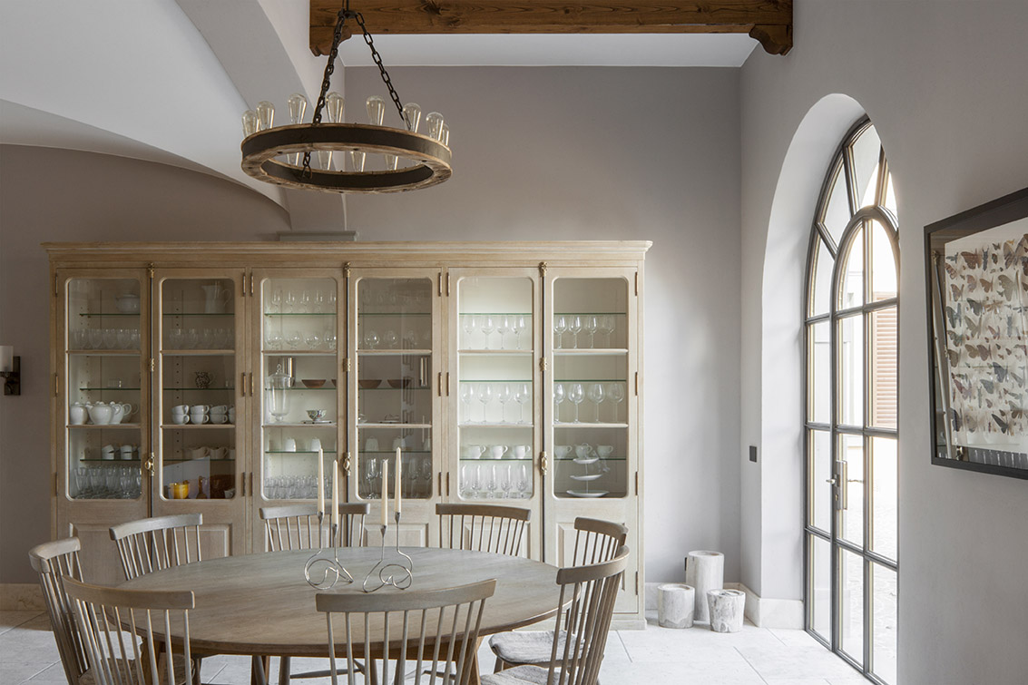 Dining area of luxurious bespoke kitchen by Artichoke in Tuscany.