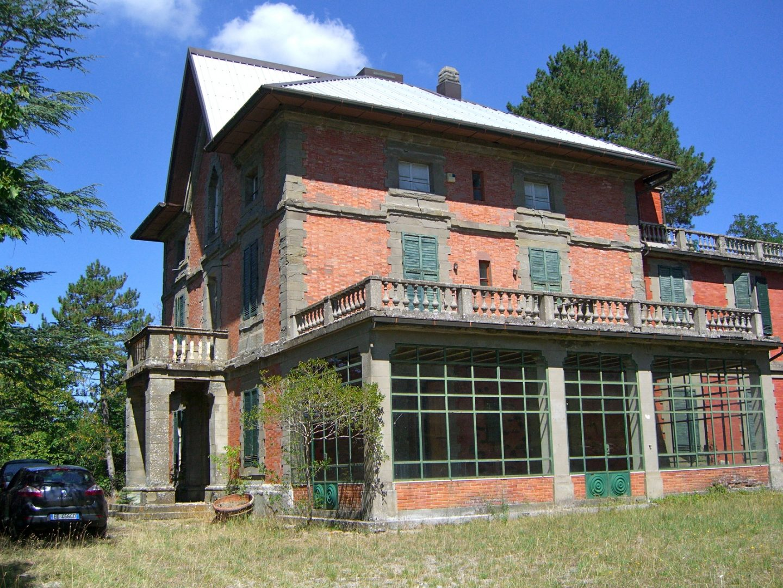 before - a Tuscan villa renovated by Artichoke.
