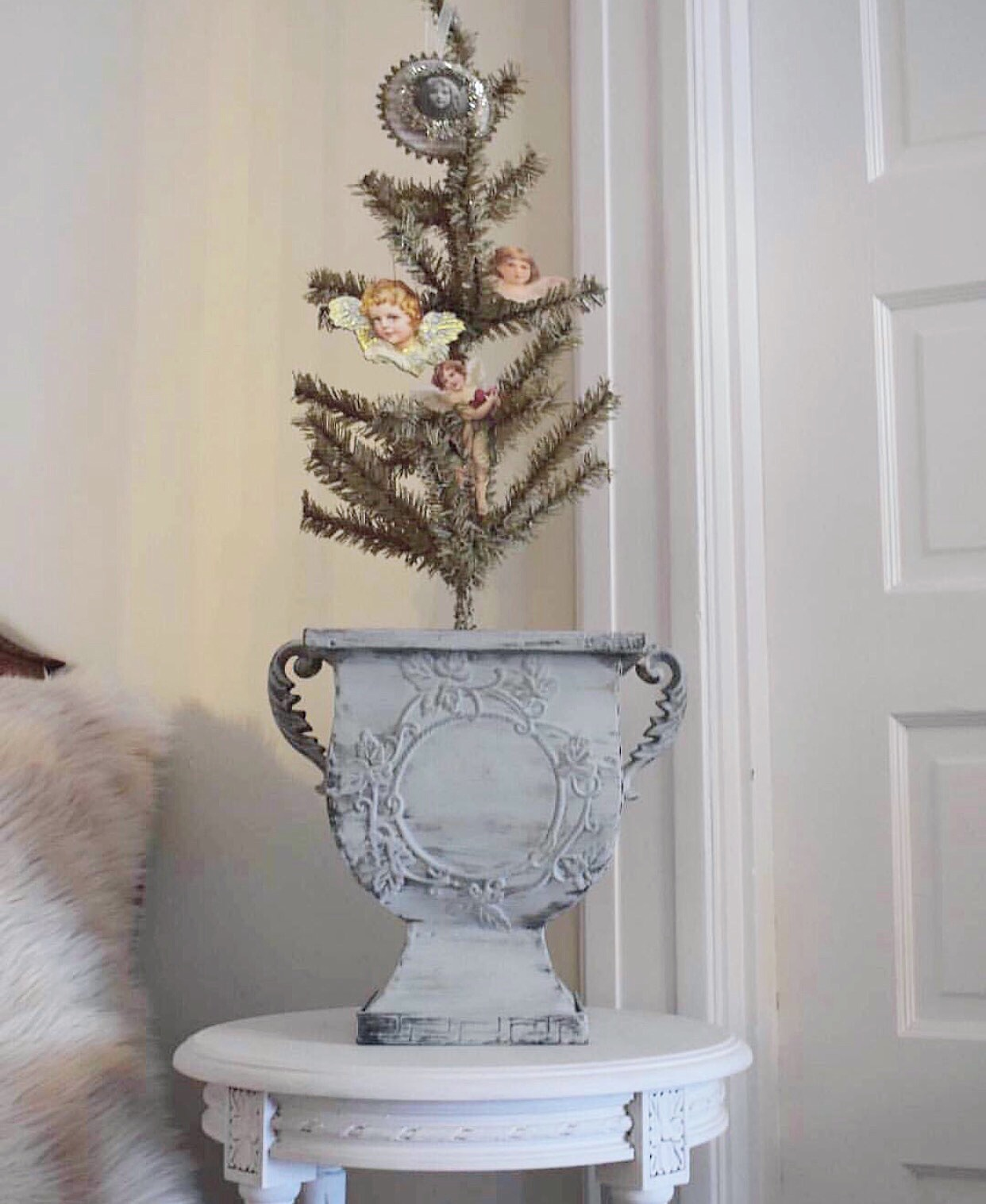 French Country Christmas Decorating Inspiration from Corner French Cottage! Come see more of the house tour! #frenchcountry #interiordesign #christmasdecor #shabbychic