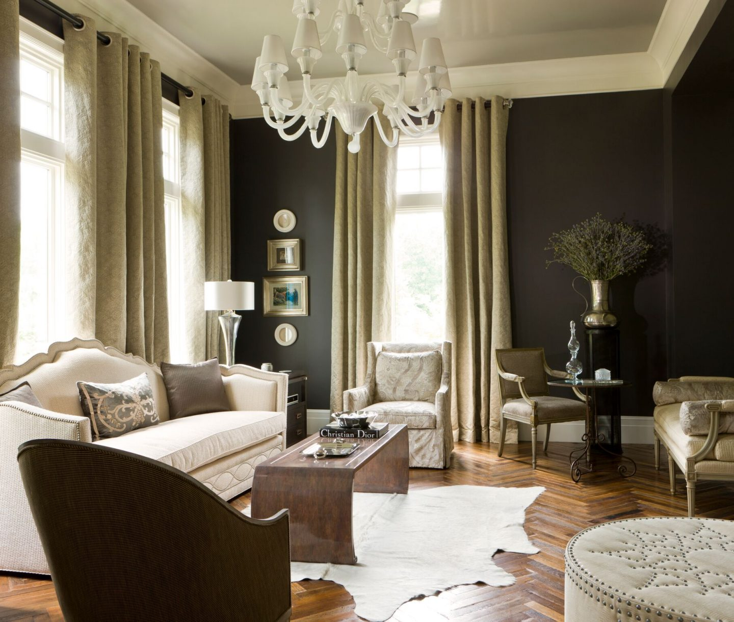 Handsome interior design inspiration from some of my favorite classic architects and designers of luxurious traditional homes and spaces. #traditionaldecor #interiordesign #classicdesign #classicarchitecture #homeideas #interiordesignideas #jeffreydungan #luxuryhomes