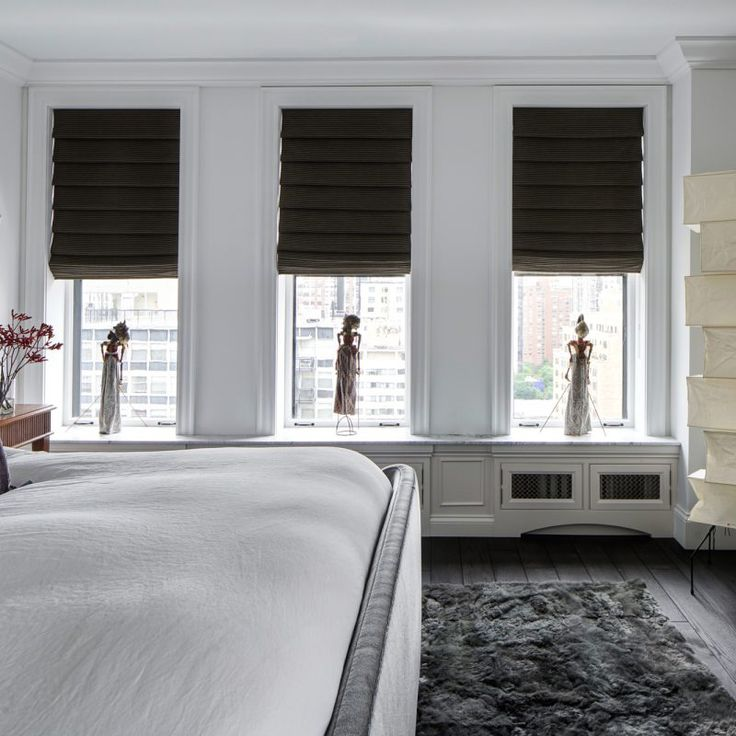 City bedroom.Beautiful interior design inspiration from Chicago designer Cari Giannoulias on Hello Lovely Studio. #hellolovelystudio #interiordesign #carigiannoulias #chicagodesigner #interiordesigner #sophisticateddecor #understated #luxurydecor
