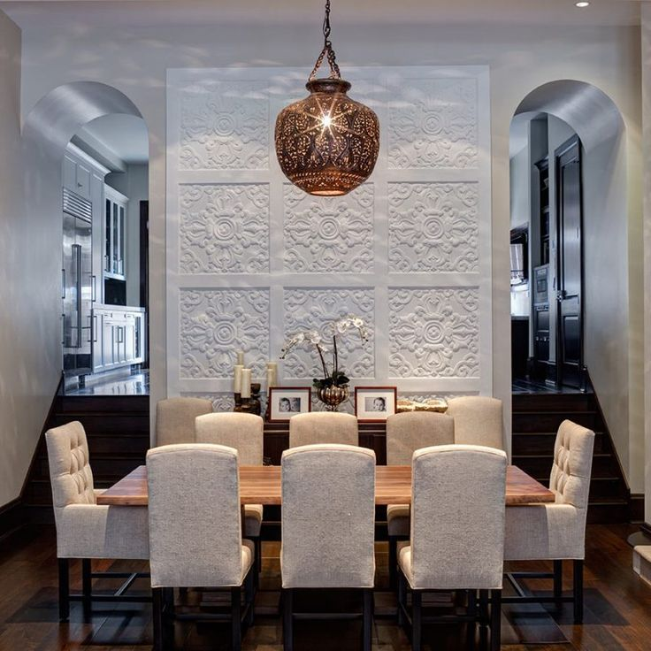 Dramatic dining room with lofty ceiling. Beautiful interior design inspiration from Chicago designer Cari Giannoulias on Hello Lovely Studio. #hellolovelystudio #interiordesign #carigiannoulias #chicagodesigner #interiordesigner #sophisticateddecor #understated #luxurydecor
