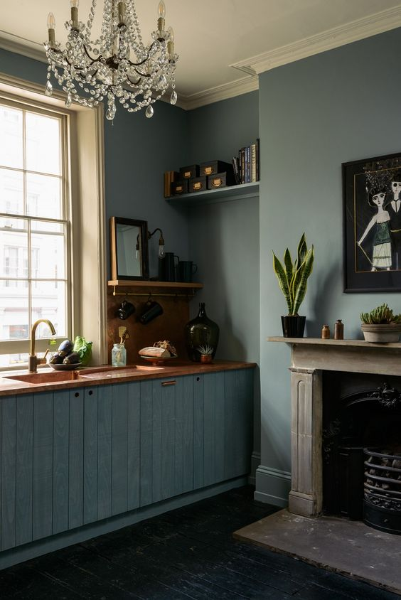 deVOL kitchen design - St. John's Townhouse - English country style.