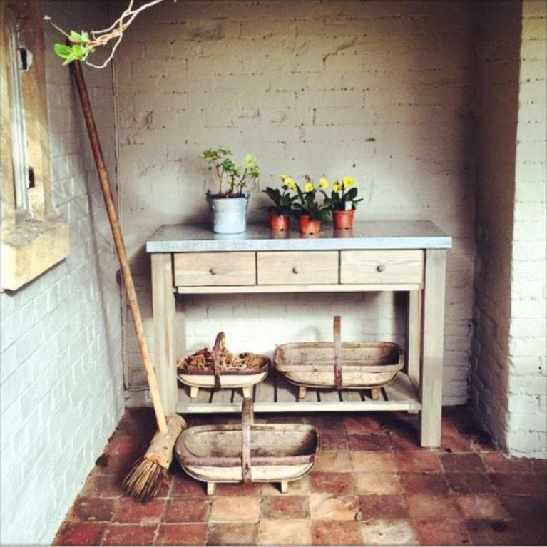 Potting bench at a fairytale English Cottage. #englishcountry #gardening #europeancountry #pottingbench