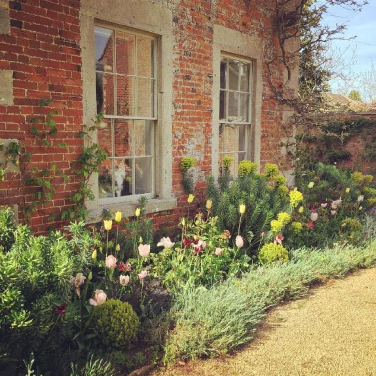 Beautiful English cottage gardens. #garden #outdoordining #englishcountry #countrygarden