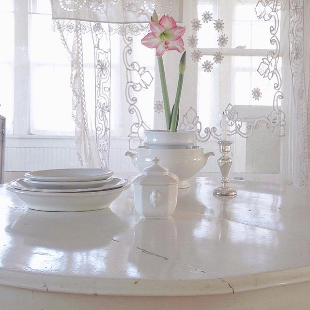 French Nordic Interior Design Inspiration...certainly lovely indeed. Beautiful white on white decorating ideas, shabby chic style, and Swedish inspired interiors. Come see this Nordic French home tour.of My Petite Maison. #nordicfrench #frenchnordic #swedishstyle #frenchcountry #housetour #shabbychic #whitedecor #jeannedarcliving #vintagestyle
