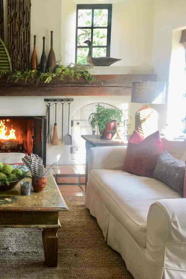 Holiday decorating with a rustic, organic, luxe, California style. Designer Cindy Hattersley knows her way around bohemian rough luxe style...come see a tour of her home! #christmasdecor #rustic #housetour #holiday #roughluxe #cindyhattersley