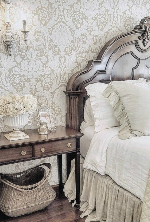 Country French farmhouse interior design inspiration from The French Nest Co. Gorgeous French inspired elegant, rustic, refined decor! #frenchcountry #frenchfarmhouse #interiordesign #decoratingideas