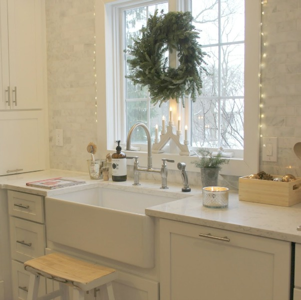 Holiday Decor: Green and White Plus Twinkly Lights. Christmas decorating inspiration from lovely rooms dressed for the holidays in simple, elegant, understated style. #hellolovelystudio #christmasdecor #kitchen