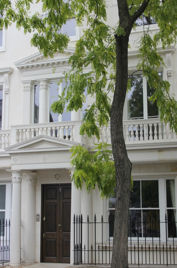 Elegant London manse with classic architecture. Hello Lovely Studio. Come tour these gorgeous front doors in Notting Hill and Holland Park...certainly lovely indeed. Curb appeal and Paint Color Inspiration. Lovely London Doors & Paint Color Ideas!