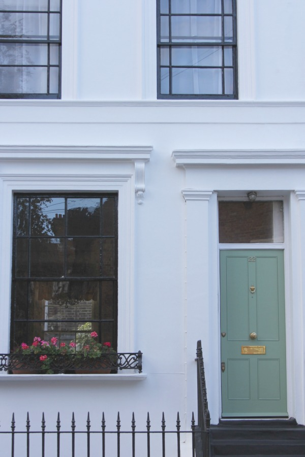 Beautiful green front door to an elegant townhouse in London. Hello Lovely Studio. Come tour these gorgeous front doors in Notting Hill and Holland Park...certainly lovely indeed. Curb appeal and Paint Color Inspiration. Lovely London Doors & Paint Color Ideas!