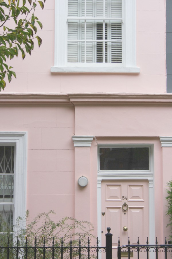 Fabulous blush pink Notting Hill house exterior. Hello Lovely Studio. Come tour these gorgeous front doors in Notting Hill and Holland Park...certainly lovely indeed. Curb appeal and Paint Color Inspiration. Lovely London Doors & Paint Color Ideas!