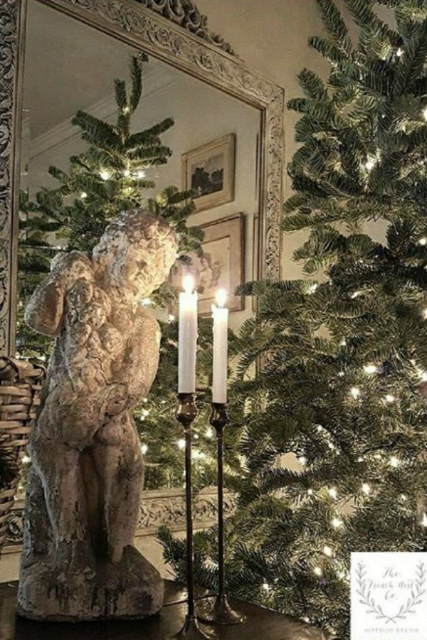 French Christmas decorating ideas from an amazing house tour of country French design from The French Nest Co. #christmasdecor #frenchcountry #frenchfarmhouse #frenchchristmas #whitedecor
