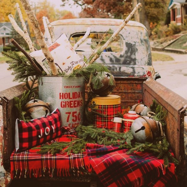 Holiday decor inspiration with plaid, checks, and tartans! Come be inspired by this classic pattern for Christmas decorating. #plaid #christmasdecor #holidayinspiration #checks #decorating #inspiration